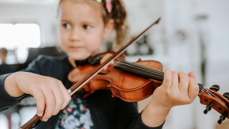 Glasbeno poučevanje ima v Sloveniji velik pomen